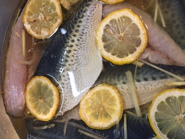 梅雨のジメジメとした天気の日は、サッパリ&もっちりな「しめ鯖」の刺身がオススメです。